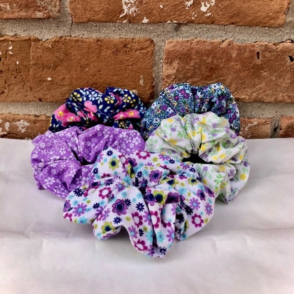 Brandy Melville Other - Scrunchies